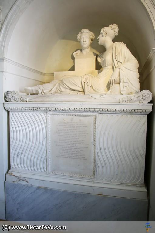 Tumba de María Luisa de Borbón y Vallabriga.